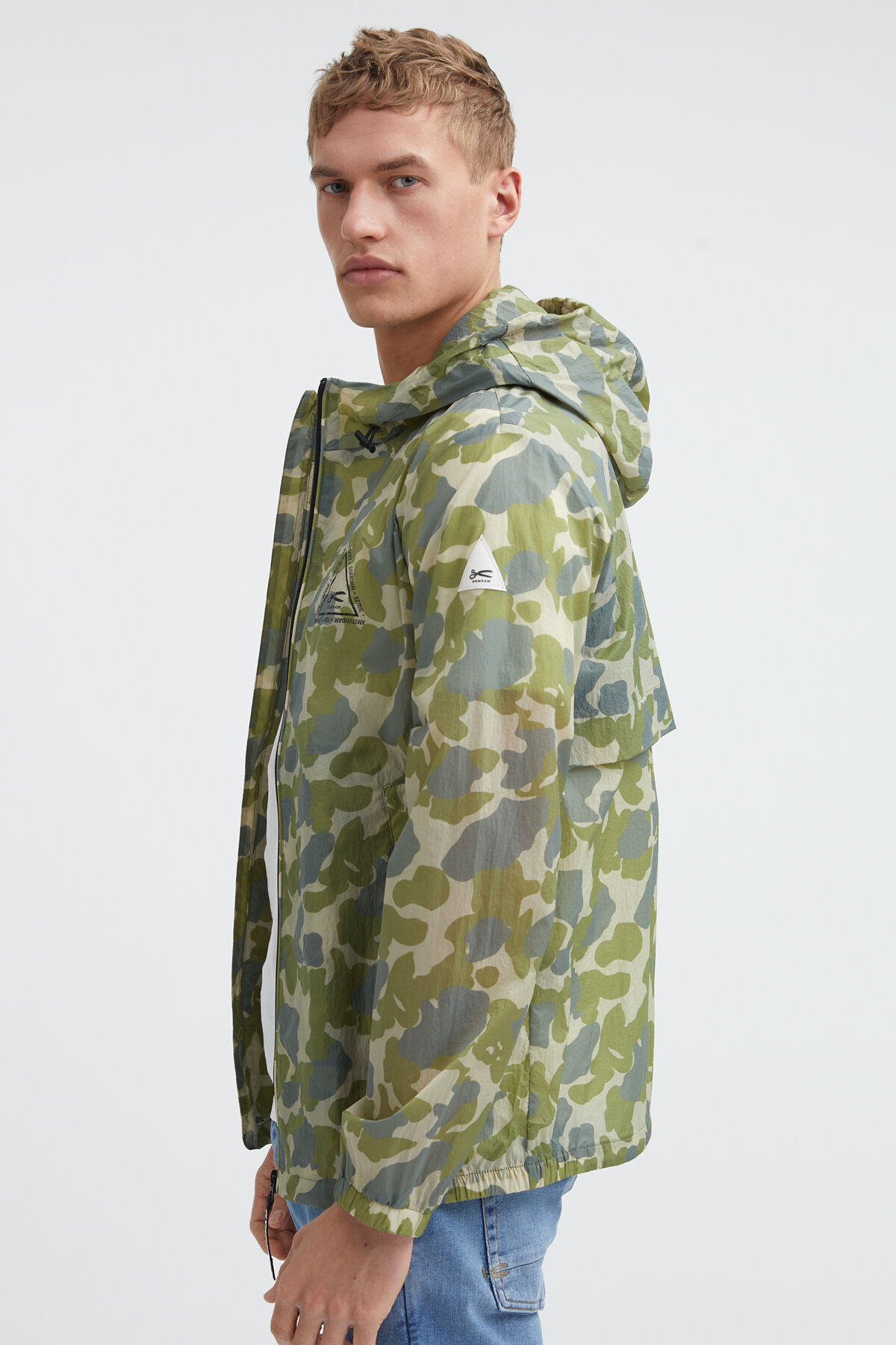 LIGHT CAMO JACKET Unlined Camo print - Regular Fit
