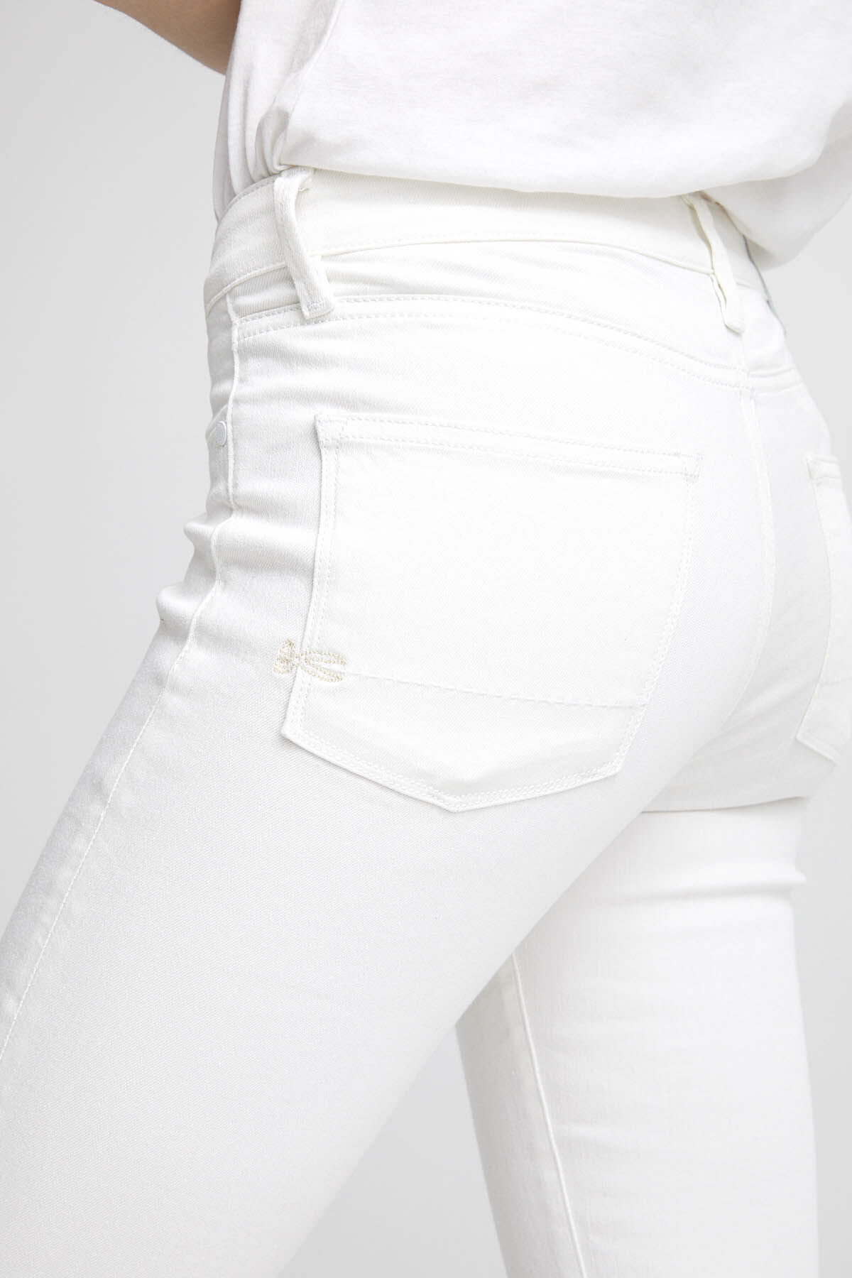 SPRAY White Clean Finish Denim - Mid-rise Tight Fit