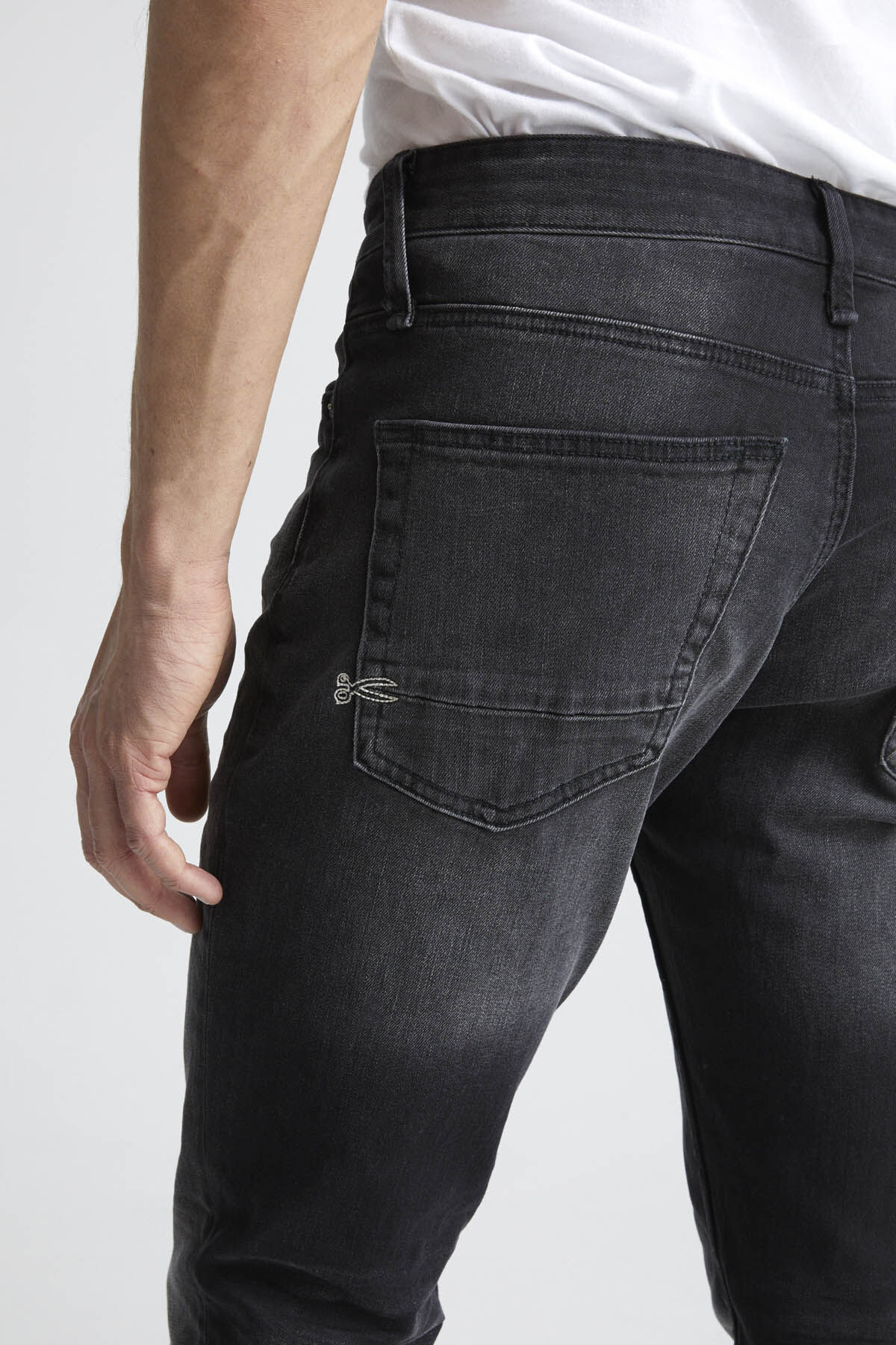 RAZOR Deep Black Finish Denim - Slim Fit