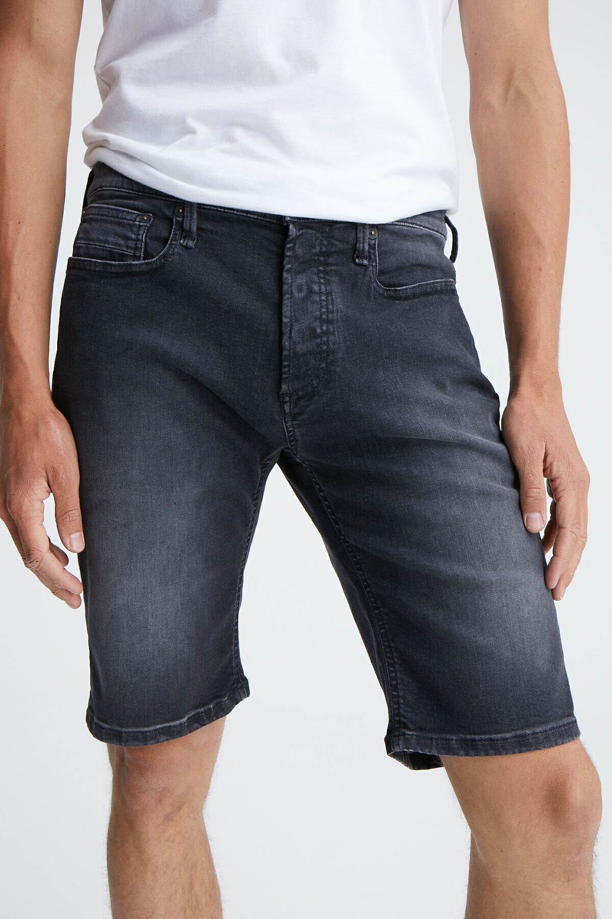 RAZOR SHORT Black Cast Denim - Slim Fit