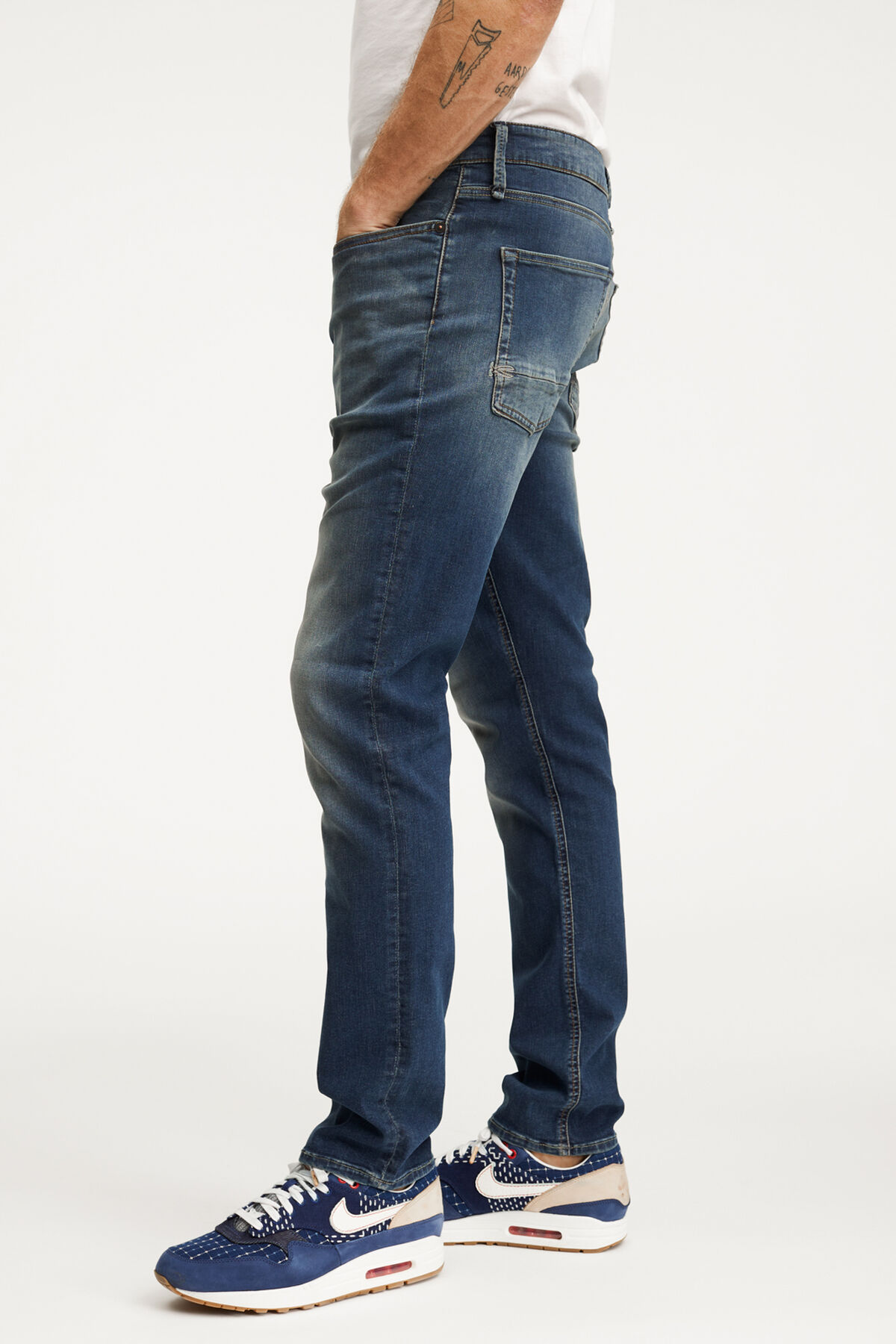 RAZOR Classic Indigo Denim - Slim Fit