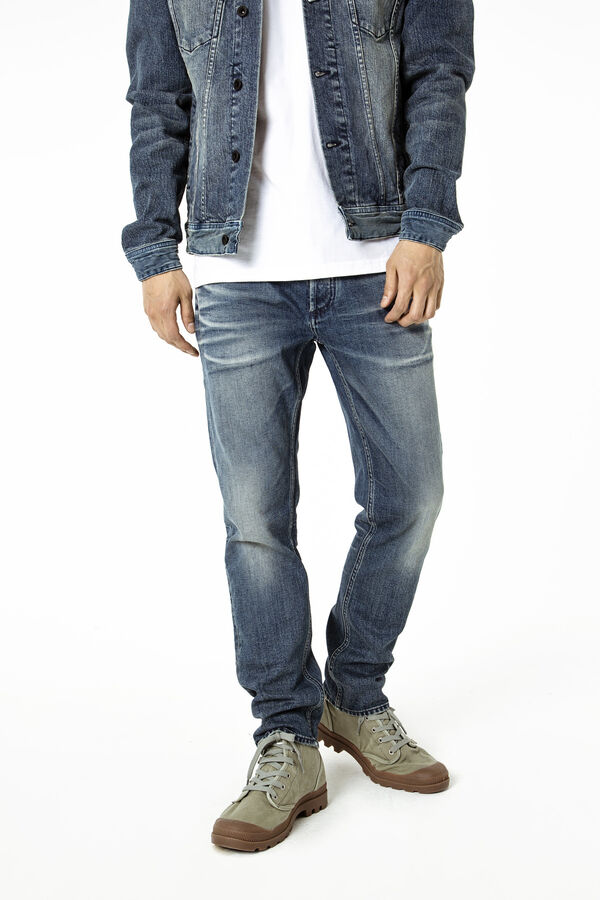 RAZOR Deep cast fade - Slim Fit
