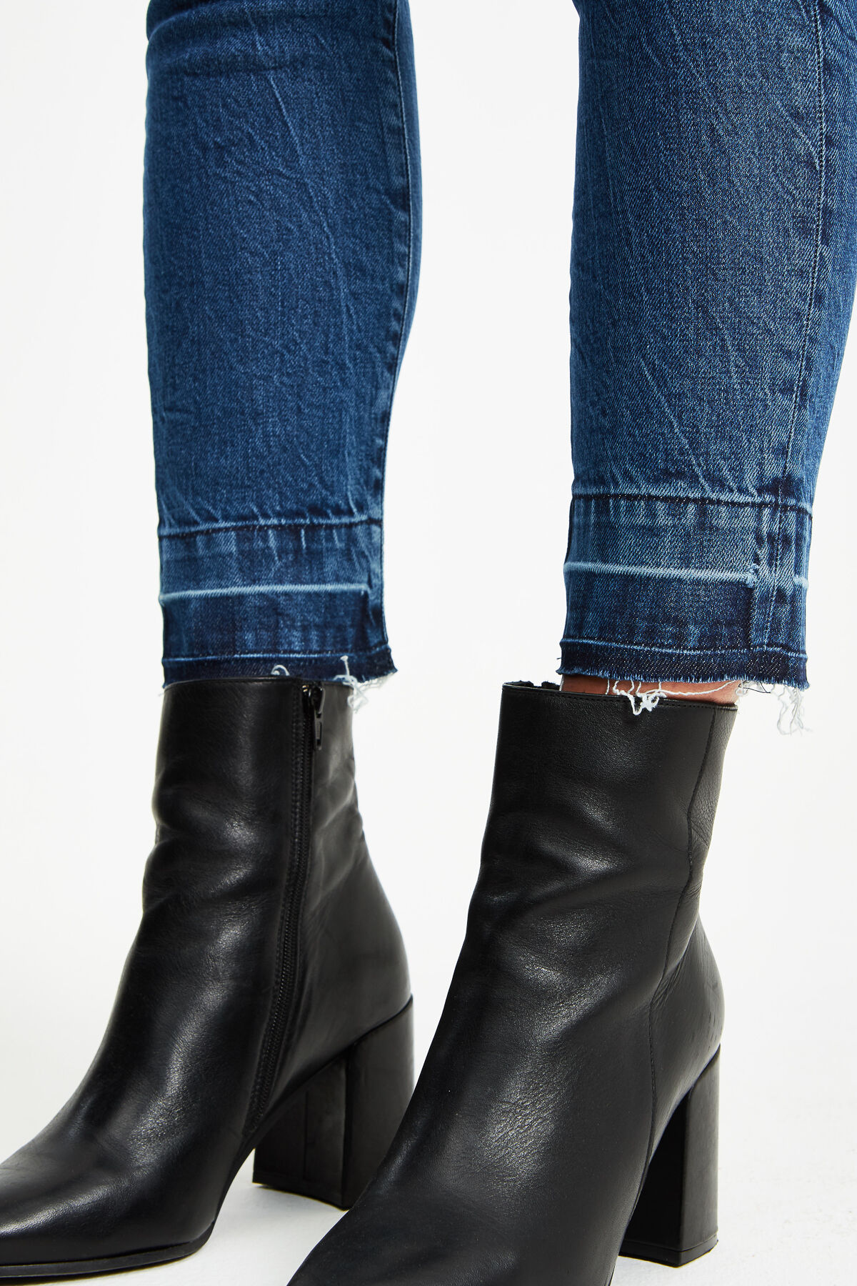 LIZ ANKLE Faded Indigo - Straight Fit