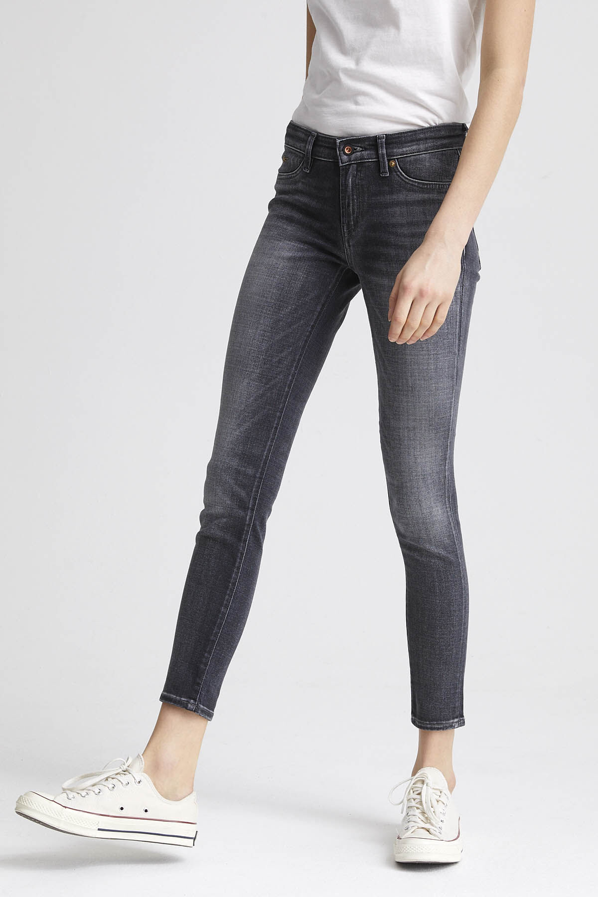 SPRAY Natural fade, Black Denim - Mid-rise, Tight Fit