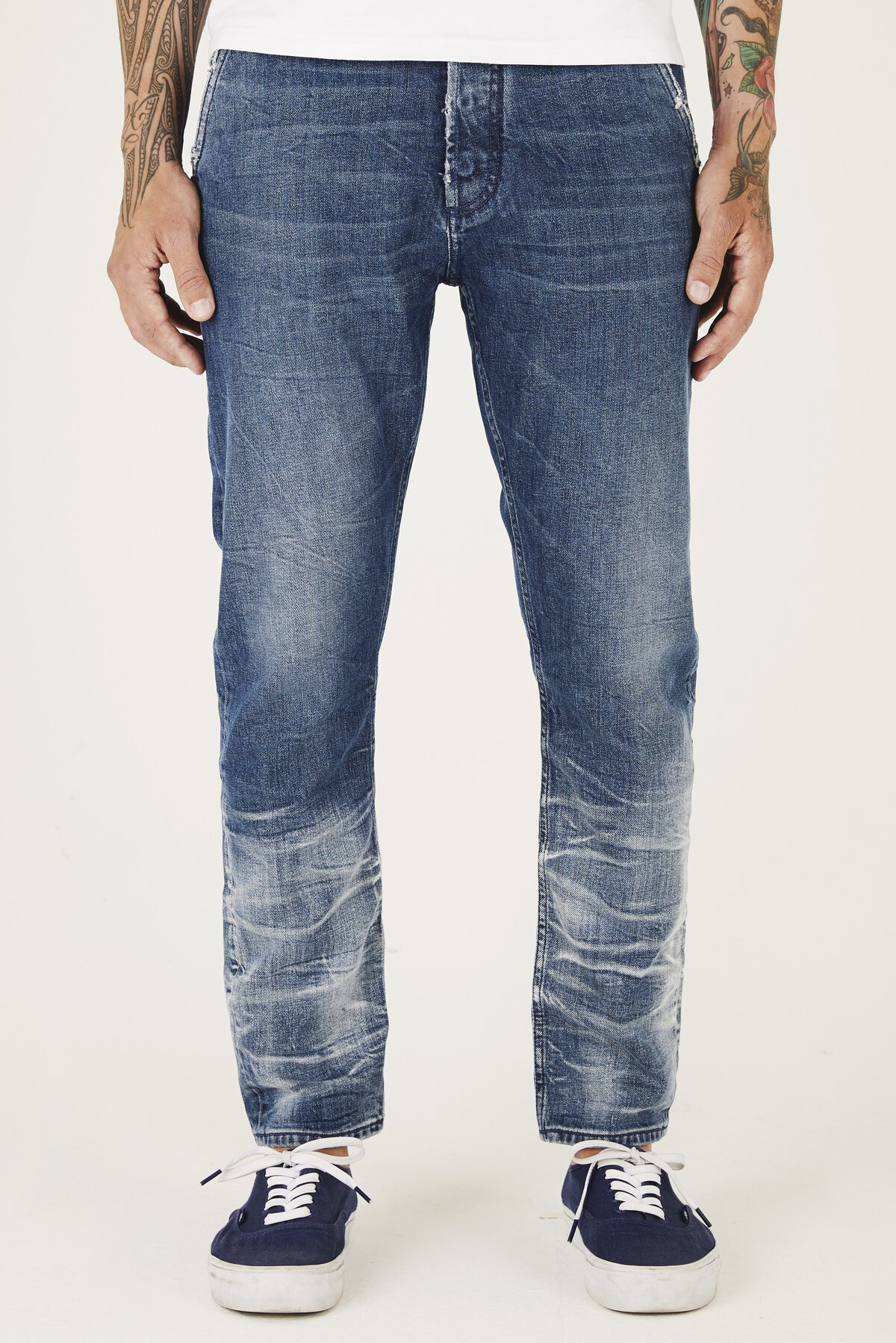 Osaka - Carrot Fit Jeans - Front