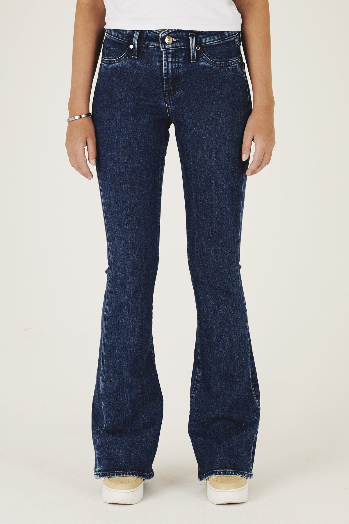Farrah - Flared Fit Jeans - Front