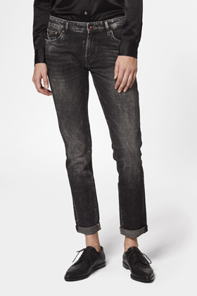 Monroe Girlfriend Tapered Fit Jeans - GRTRUF