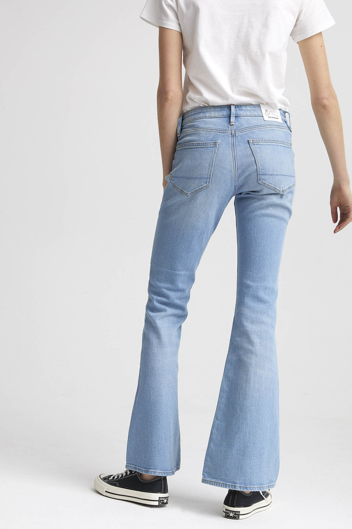 Farrah - Flared Fit Jeans - Detail
