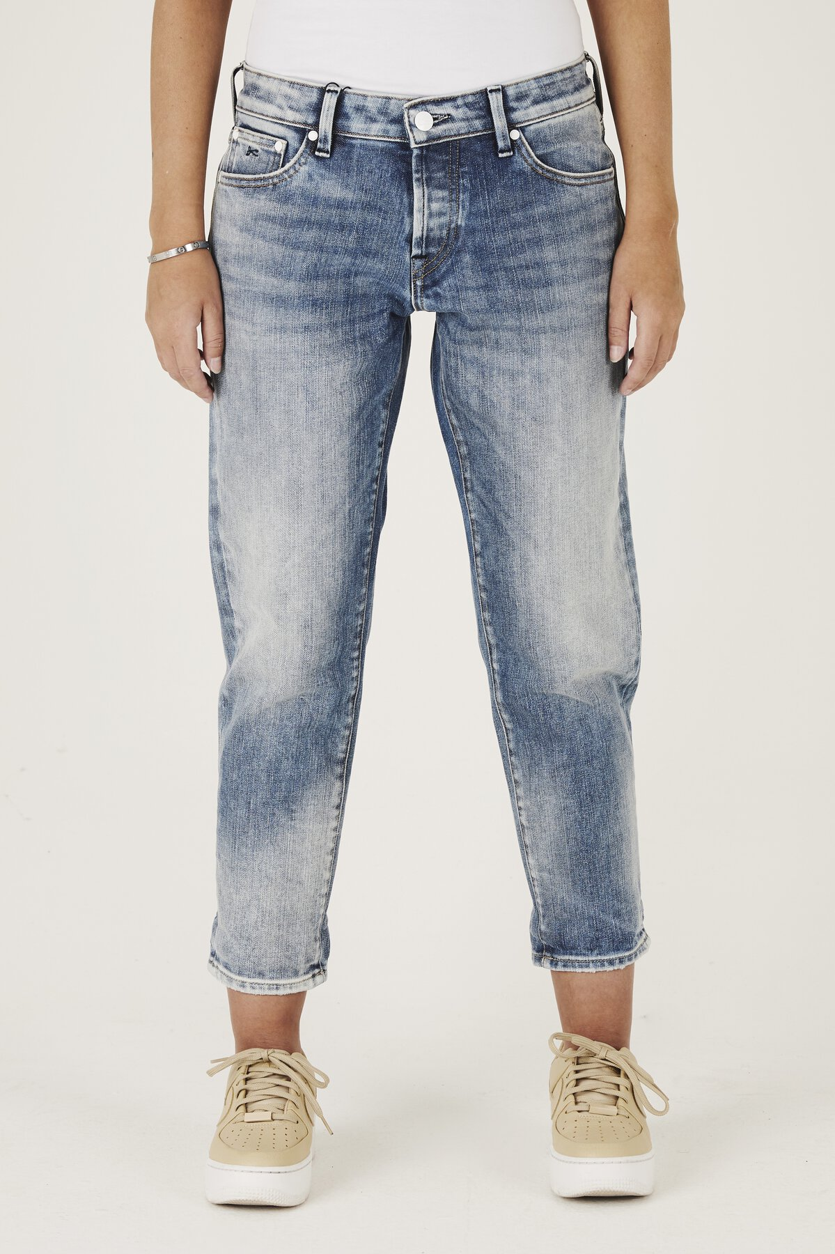 Monroe - Girlfriend Fit Jeans - Front